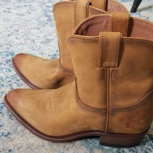 24366c29bbb0 Frye Billy Short Cowboy Boots. Light Tan.